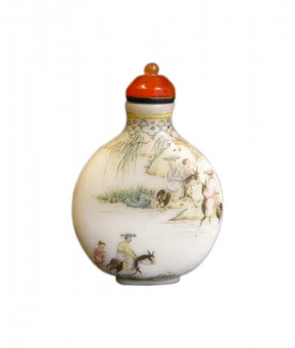 Enamelled glass snuff bottle circa 1770/1799