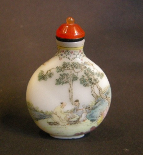 Enamelled glass snuff bottle circa 1770/1799 - Asian Art & Antiques Style