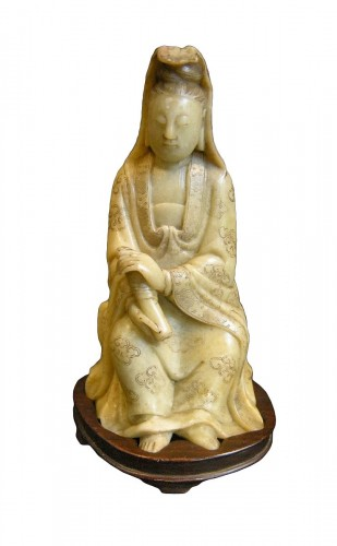 Small figure Guanyin in soapstone - 18th century