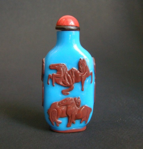 A red Overlay blue turquoise Glass Snuff bottle -Yangzhou school (1790-1820) - Asian Art & Antiques Style