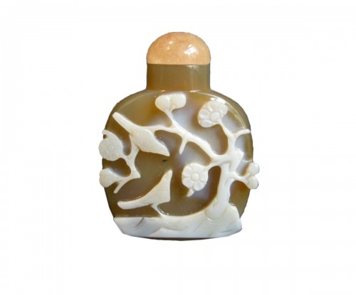 A Carved Agate Snuff bottle  1800-1850