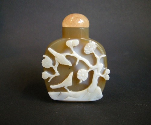 A Carved Agate Snuff bottle  1800-1850 -