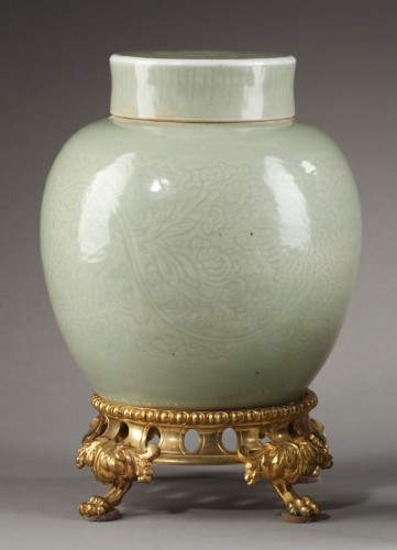 Vase and cover Celadon enamel 1720/1750 - Asian Art & Antiques Style