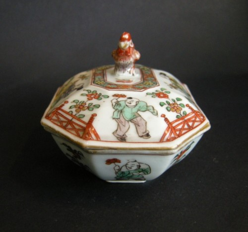 "Asian Art & Antiques  - Spice box porcelain ""famille verte"" Kangxi period 1662/1722"