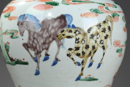 "Asian Art & Antiques  - Vase ""Yen Yen""  Famille verte porcelain - Kangxi period 1662/1722"