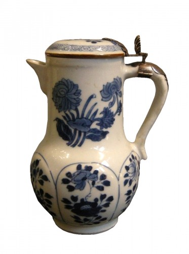 "Porcelain ewer ""Blue and White ""  Kangxi period 1662/1722"
