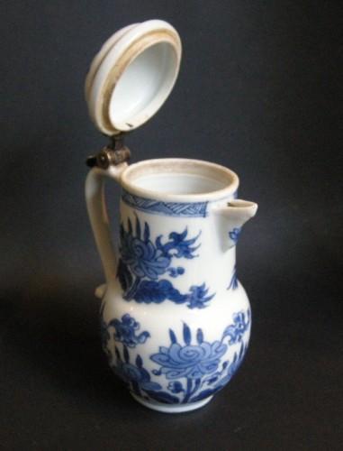 "Asian Art & Antiques  - Porcelain ewer ""Blue and White ""  Kangxi period 1662/1722"