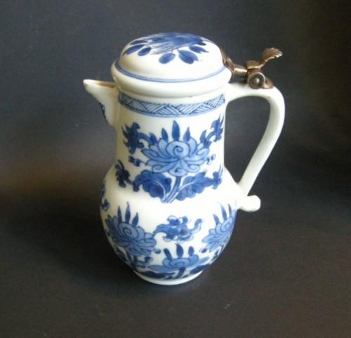"Porcelain ewer ""Blue and White ""  Kangxi period 1662/1722 -"
