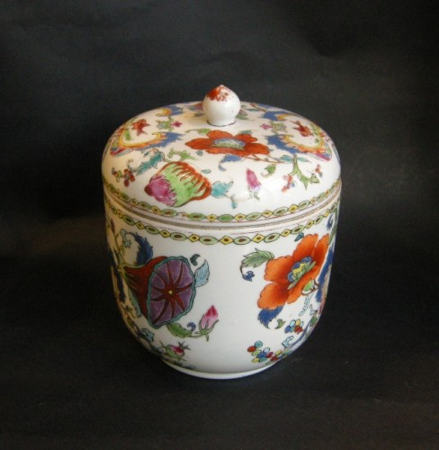 Pot and cover Famille rose porcelain - Circa 1745 - - Asian Art & Antiques Style