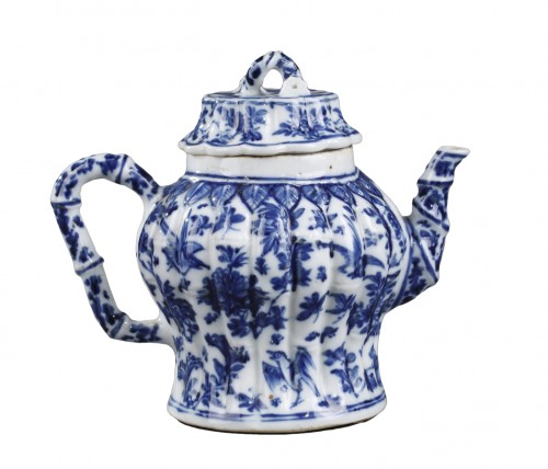 rare wine pot blue and white porcelain  - Kangxi perios (1662/1722)