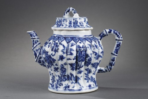 rare wine pot blue and white porcelain  - Kangxi perios (1662/1722) - Porcelain & Faience Style