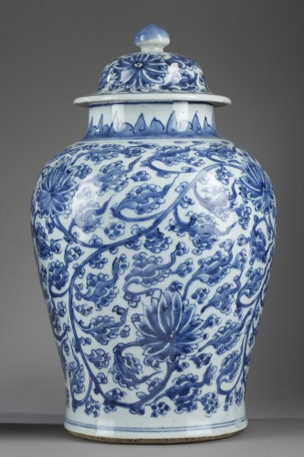 "Asian Works of Art  - Pair of vases  "" Blue and White"" porcelain -Kangxi period 1662/1722"