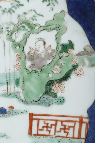 Large dish powder blue and Famille verte enamels - Kangxi 1662/1722 - Asian Works of Art Style
