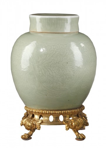 Vase and cover porcelain Celadon 1700/1740