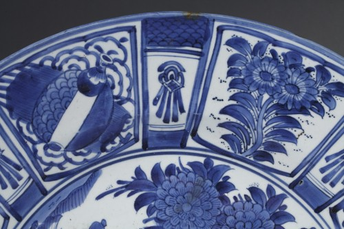 17th century - Large dish blue and white porcelain - Japan 1670/1680