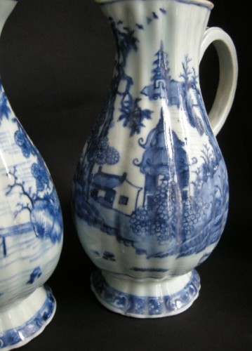 Pair of ewers blue and white porcelain  - Qianlong period 1736/1795 - Asian Works of Art Style