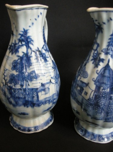 Asian Works of Art  - Pair of ewers blue and white porcelain  - Qianlong period 1736/1795