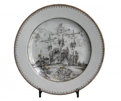 "Dish porcelain grisaille and gold  "" la Crucifixion "" - Circa 1740"