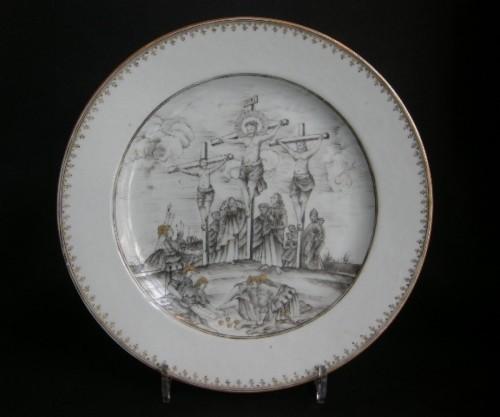 "Dish porcelain grisaille and gold  "" la Crucifixion "" - Circa 1740 -"