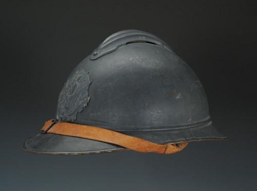 Casque adrian de l'intendance, modèle 1915, Première Guerre Mondiale. -