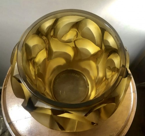 20th century - 1926 René Lalique Tourbillons Vase