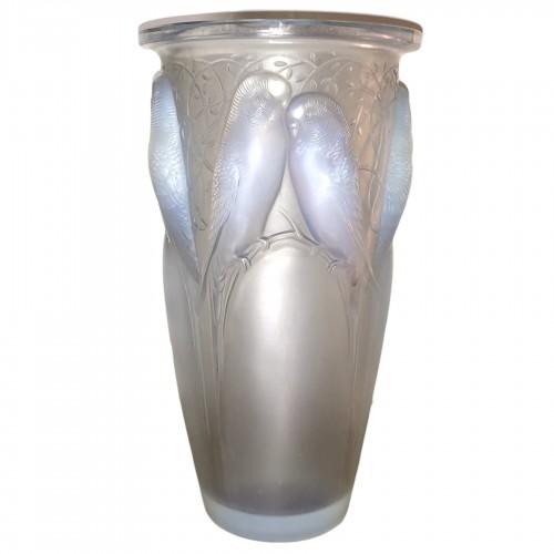 1924 René Lalique Ceylan Vase in Opalescent Glass - Parrots