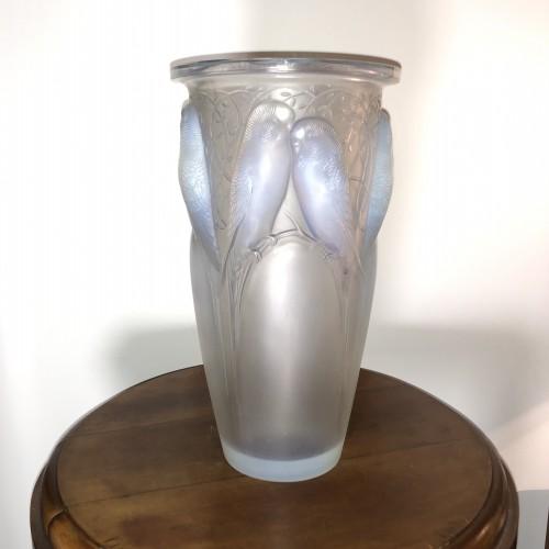 1924 René Lalique Ceylan Vase in Opalescent Glass - Parrots - Glass & Crystal Style Art Déco