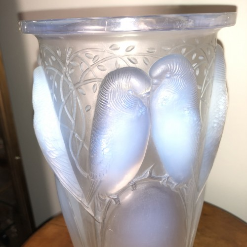 Art Déco - 1924 René Lalique Ceylan Vase in Opalescent Glass - Parrots