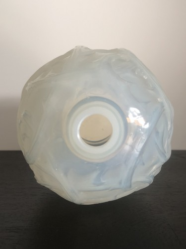20th century - 1921 Rene Lalique - Ronces Vase in Double Cased Opalescent Glass