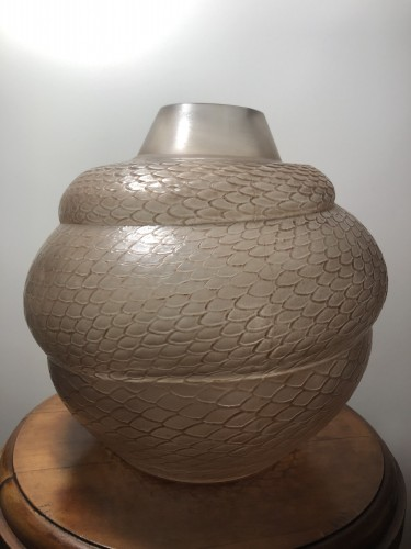 1924 Rene Lalique Serpent Vase in Frosted Glass with Sepia Patina - Snake - Art Déco