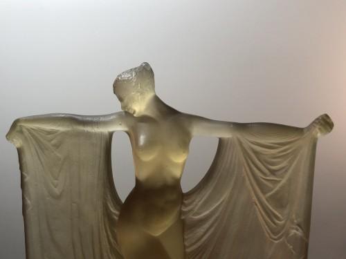 1925 René Lalique Suzanne Statuette Yellow Ambré Glass - Woman Statue - Glass & Crystal Style Art Déco