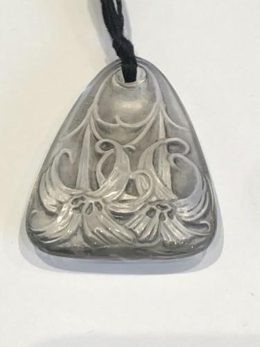 Glass & Crystal  - 1920 René Lalique Pendentif Lys Patiné Gris Grey Stained Lilies Pendant