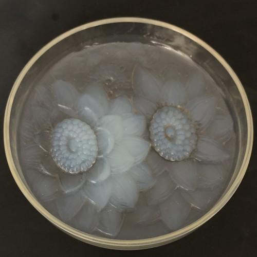 1922 Rene Lalique - Trois Dahlias opalescent glass box - Art Déco
