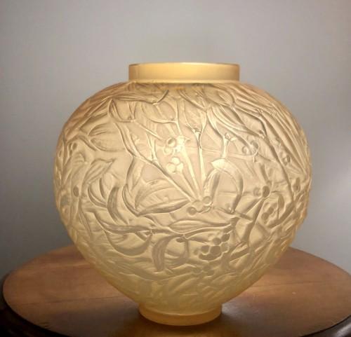 1920 Rene Lalique Gui Vase in Yellow & Opalescent Glass - Mistletoe - Glass & Crystal Style Art Déco