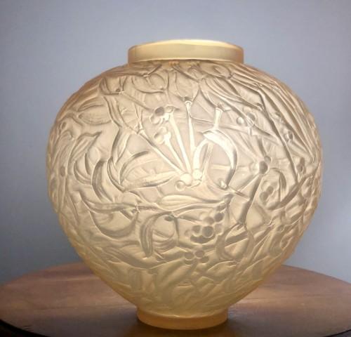 Antiquités - 1920 Rene Lalique Gui Vase in Yellow & Opalescent Glass - Mistletoe