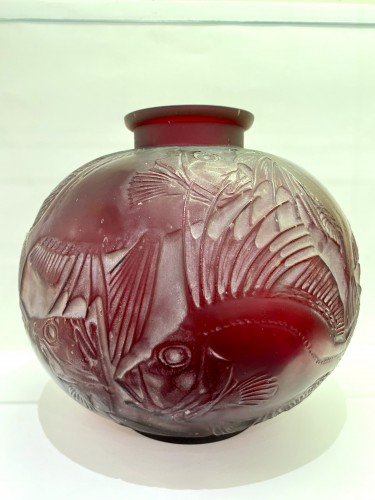 Art Déco - Rene Lalique cased cherry red glass poissons vase 1921