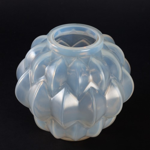 20th century - 1927 Rene Lalique Nivernais Vase in Triple Cased Opalescent Glass