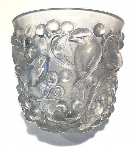 1927 Rene Lalique Avallon Vase in Frosted Glass with Blue Patina - Glass & Crystal Style Art Déco