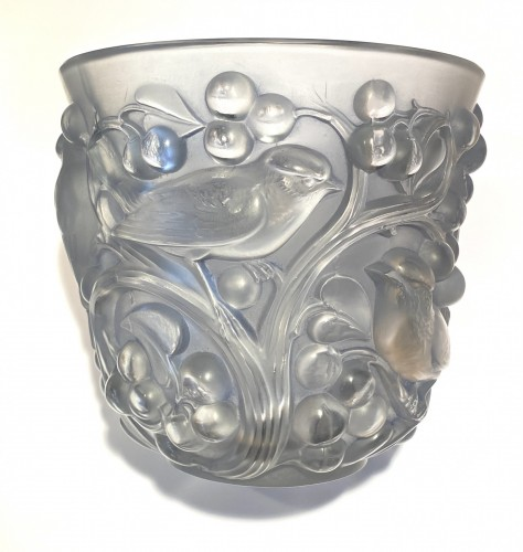 1927 Rene Lalique Avallon Vase in Frosted Glass with Blue Patina - Art Déco