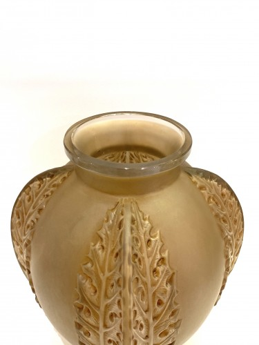 Glass & Crystal  - 1922 Rene Lalique - Vase Chardons in Frosted Glass with Sepia Patina