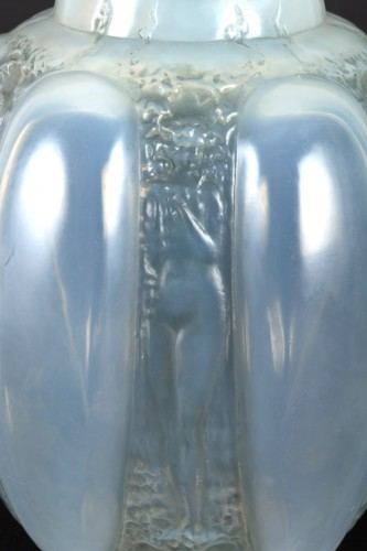 Glass & Crystal  - 1912 René Lalique - Vase Six Figurines Et Masques Cased Opalescent Glass