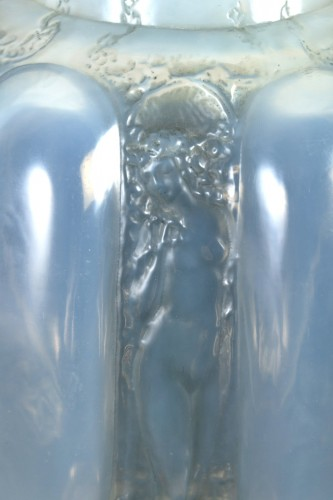 1912 René Lalique - Vase Six Figurines Et Masques Cased Opalescent Glass - Art nouveau