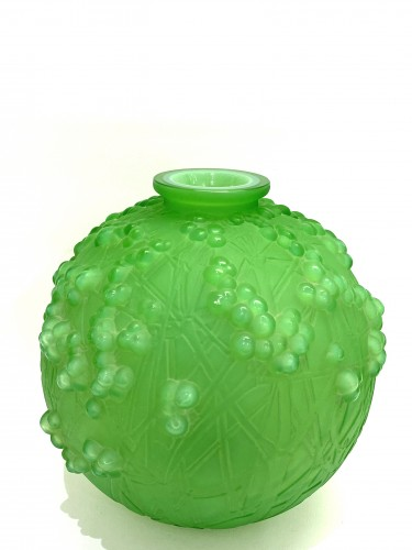 1924 René Lalique - Vase Druide Triple Cased Jade Green Glass - Glass & Crystal Style Art Déco