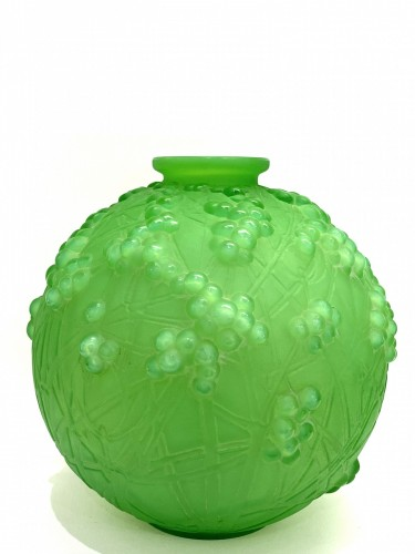 1924 René Lalique - Vase Druide Triple Cased Jade Green Glass - Art Déco