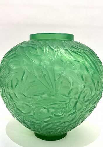 1920 René Lalique - Vase Gui Triple Cased Jade Green Glass - Glass & Crystal Style Art Déco