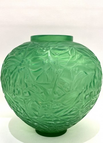20th century - 1920 René Lalique - Vase Gui Triple Cased Jade Green Glass