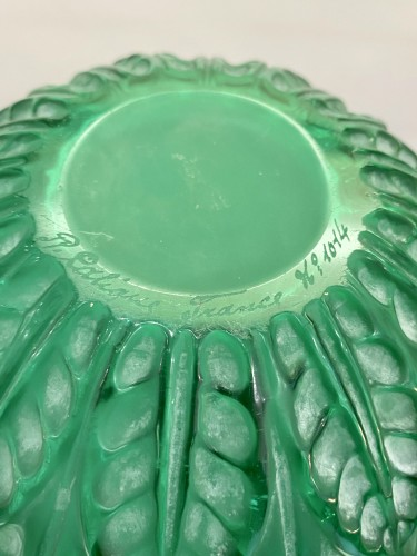 1927 René Lalique - Vase Malesherbes Emerald Green Glass White Patina - Glass & Crystal Style Art Déco