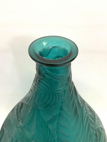 20th century - 1923 René Lalique - Vase Sauges Tall Green Glass