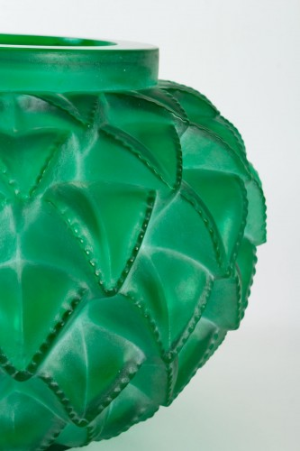 1929 René Lalique - Vase Languedoc Emerald Green Glass Patina White -