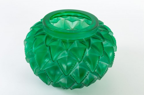 20th century - 1929 René Lalique - Vase Languedoc Emerald Green Glass Patina White